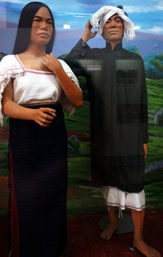 Trang phục kể chuyện nguồn gốc người Chu ru