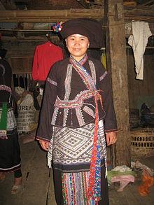 Người Lào dùng vòng tay thay nhẫn cưới