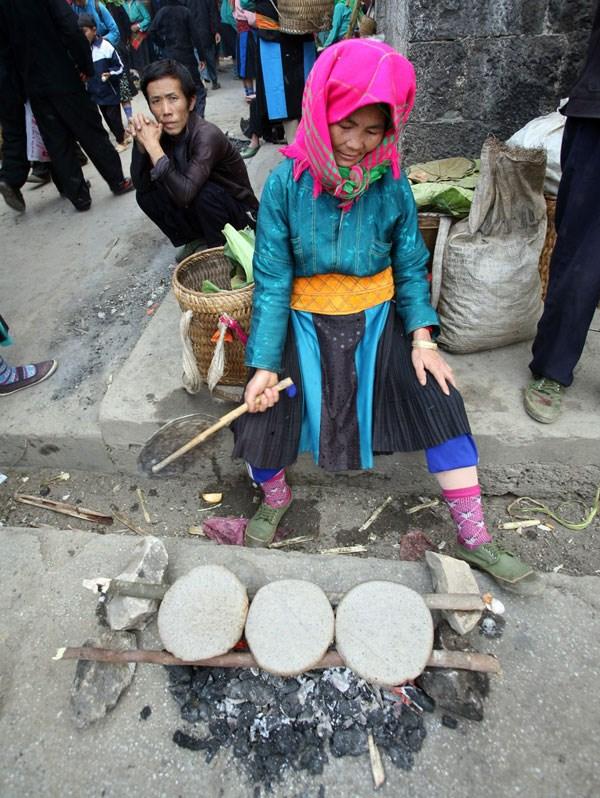 Món bánh ngày Tết của người Mông