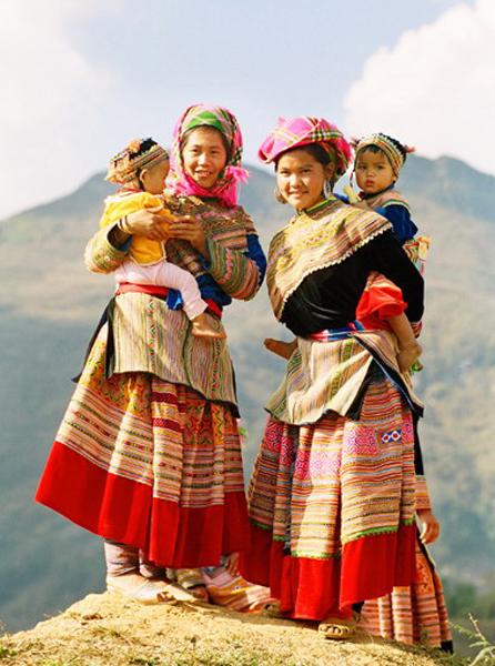 Nét đẹp trang phục truyền thống người Mông