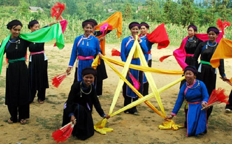 Nghệ thuật múa (xòe) của người Tày