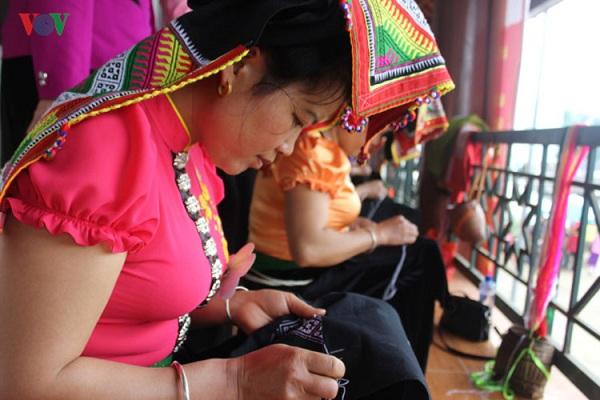Khăn piêu của phụ nữ Thái đen Tây Bắc