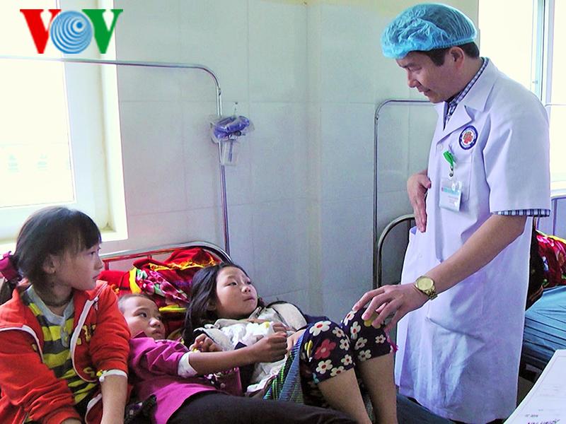 Lào Cai: Hơn 50 học sinh bán trú nhập viện sau bữa ăn tập thể