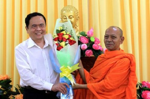 Ông Trần Thanh Mẫn thăm các vị chức sắc tôn giáo dân tộc Khmer nhân dịp Lễ Sene Dolta