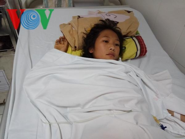 Cần 20 triệu để cô bé người Mông trả viện phí