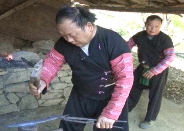 Bí quyết nghề rèn của người Mông