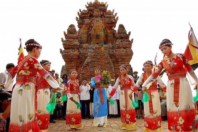 Nghi thức vòng đời của người Chăm Ninh Thuận