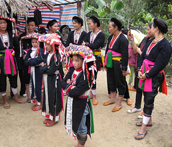Khám phá cộng đồng người Dao quần chẹt