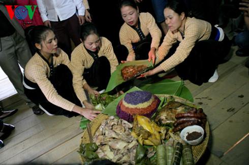 Mâm cơm đãi khách của người Thái