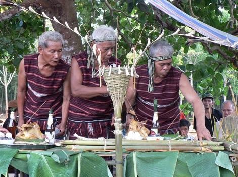 Lễ cúng thần lúa của người Chơ Ro