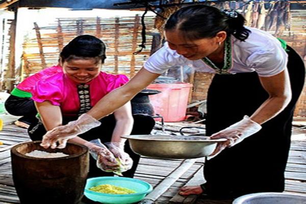 Độc đáo món xôi ngũ sắc của người Thái