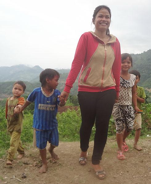 Cô giáo nghèo vùng cao nuôi trò dạy chữ