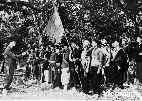 Những chiến sĩ đầu tiên của Quân đội Nhân dân Việt Nam