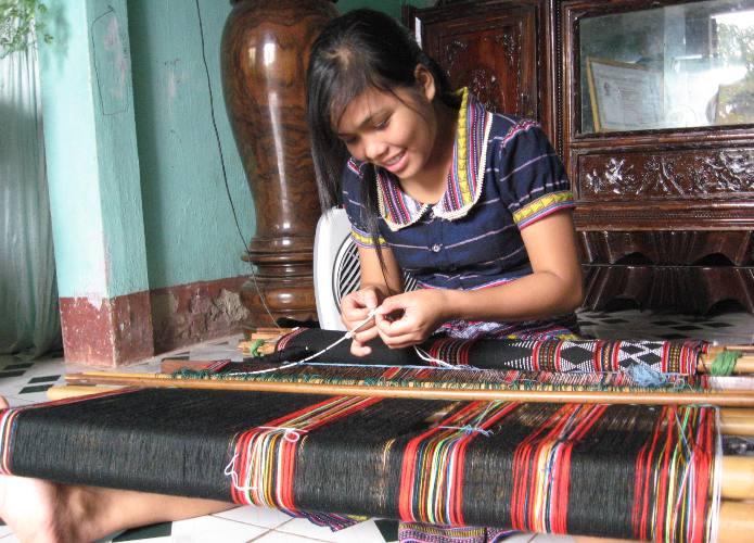 Sống lại nghề dệt zèng ở A Lưới