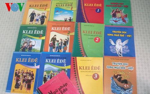 Thiếu thầy dạy tiếng mẹ đẻ cho học sinh dân tộc thiểu số
